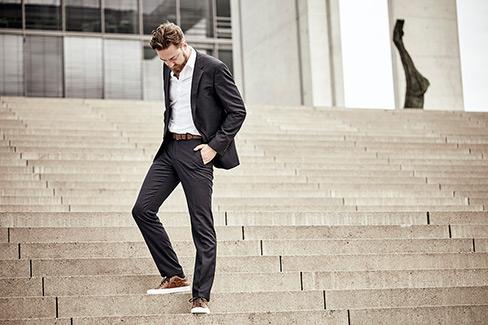 Wann Sneaker zum Anzug passen