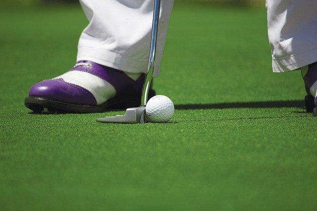 Putten auf den schönsten Golfplätzen der Welt