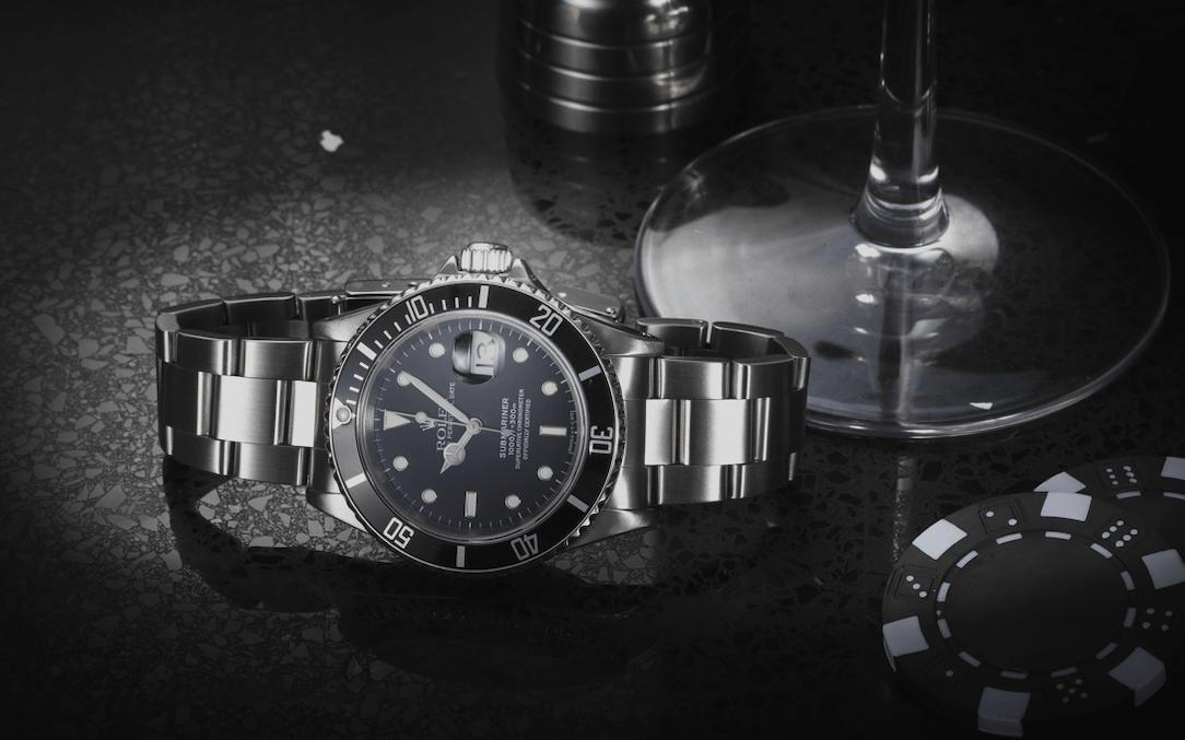 James Bond Timothy-Dalton-Rolex-Submariner-16610-@WatchfinderCo