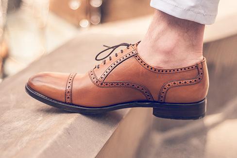 Strumpfloser Auftritt bei Herren – Fauxpas oder Modetrend?